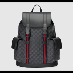 Men's Gucci GG Supreme backpack (Authentic)